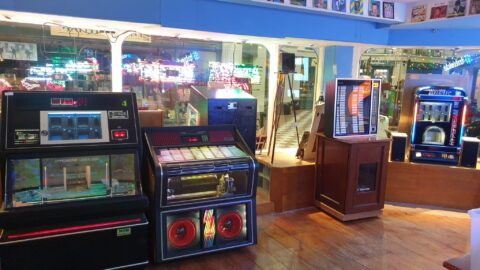 Classic jukebox emporium opens in Southport after explosion in people building bars at home in lockdown