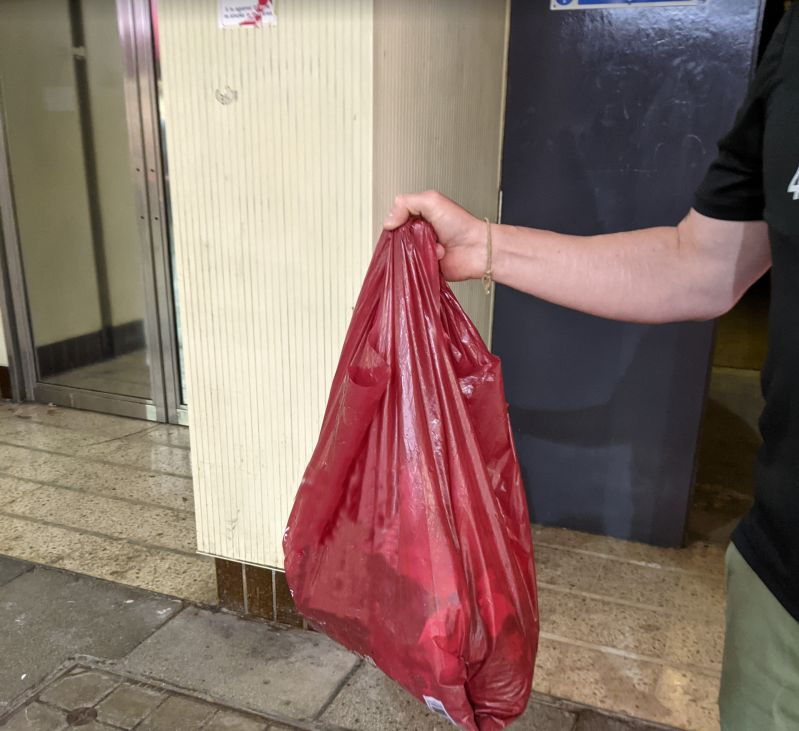 Regular users of the Southport Railway Station Arcade will notice an improved environment following an extensive Deep Clean of the flagstones in the Arcade passageway. 3.5kg of chewing gum was lifted from the flagstones